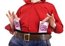 Hombre en camisa y pantalones vaqueros rojos con euro del dinero. Fotografía de archivo