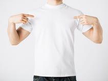 Hombre en camiseta en blanco Imagen de archivo