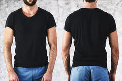 Hombre en camiseta negra vacía Imagen de archivo libre de regalías