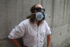 Hombre en careta antigás Imagen de archivo