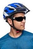 Hombre en casco de la bici Fotos de archivo libres de regalías