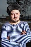 Hombre en chaleco rayado Imagenes de archivo
