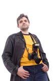 Hombre en chaqueta de cuero negra con la cámara de la foto SLR Imagen de archivo