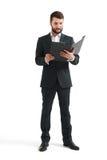Hombre en documentos de la lectura del desgaste formal Imagen de archivo