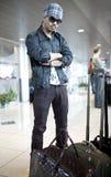 Hombre en el aeropuerto Fotografía de archivo libre de regalías