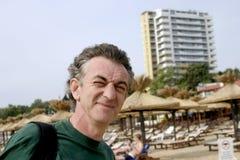 Hombre en el centro turístico Fotos de archivo