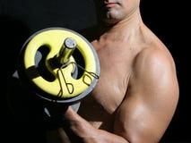 Hombre en el gimnasio fotos de archivo libres de regalías