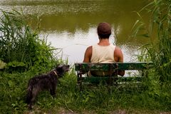 Hombre en el lago Fotos de archivo libres de regalías