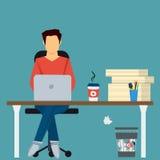 Hombre en el lugar de trabajo con los papeles y el ordenador stock de ilustración