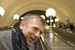 Hombre en el metro de Moscú Imagen de archivo