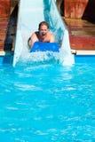 Hombre en el parque del agua Foto de archivo