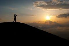 Hombre en el pico Imagenes de archivo