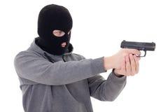 Hombre en el tiroteo negro de la máscara con el arma aislado en blanco Imagenes de archivo