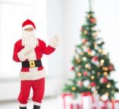 Hombre en el traje de Papá Noel Fotografía de archivo libre de regalías