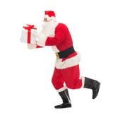 Hombre en el traje de Papá Noel con la caja de regalo Imagenes de archivo
