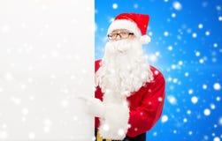 Hombre en el traje de Papá Noel con la cartelera Imagenes de archivo