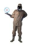 Hombre en el traje del peligro que sostiene un átomo Imagenes de archivo