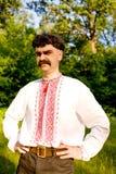 Hombre en el traje nacional ucraniano fotografía de archivo libre de regalías