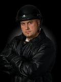 Hombre en engranaje de la motocicleta Fotos de archivo libres de regalías