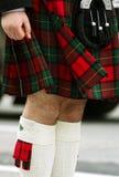 Hombre en falda escocesa Fotos de archivo