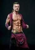 Hombre en falda escocesa Imágenes de archivo libres de regalías