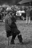 Hombre en falda escocesa imagenes de archivo