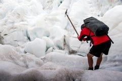 Hombre en Franz Josef Glacier fotografía de archivo