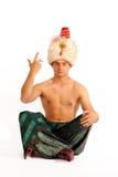 Hombre en gesto del turbante fotos de archivo