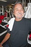 Hombre en gimnasia Fotografía de archivo libre de regalías