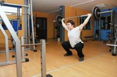 Hombre en gimnasia Imagenes de archivo