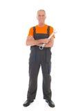 Hombre en guardapolvo anaranjado y gris con la llave Imagenes de archivo