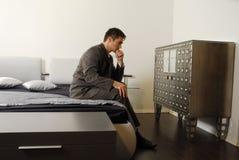Hombre en la cama Imágenes de archivo libres de regalías