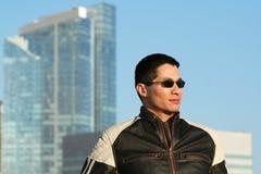 Hombre en la chaqueta de cuero Imagen de archivo libre de regalías