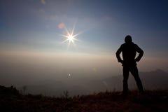 Hombre en la montaña Imágenes de archivo libres de regalías