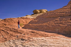 Hombre en la montaña Fotos de archivo libres de regalías