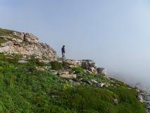 Hombre en la niebla imagen de archivo libre de regalías