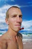 Hombre en la playa. imagen de archivo