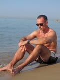 Hombre en la playa Fotografía de archivo