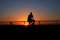 Hombre en la puesta del sol Foto de archivo libre de regalías