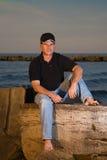 Hombre en la puesta del sol del lago Imagen de archivo libre de regalías