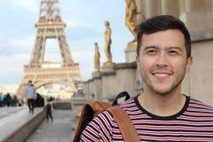 Hombre en la torre Eiffel, Par?s fotografía de archivo