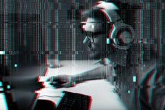 Hombre en las auriculares que juegan al videojuego del ordenador en casa Imagenes de archivo
