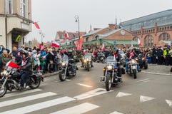 Hombre en las motocicletas en el 100o aniversario del Día de la Independencia polaco imagen de archivo