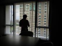 Hombre en las sombras imagen de archivo libre de regalías