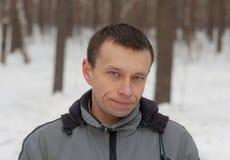 Hombre en madera del invierno Imagen de archivo libre de regalías