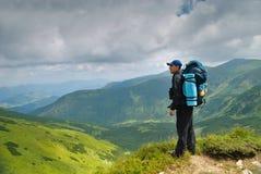 Hombre en montains Fotografía de archivo libre de regalías