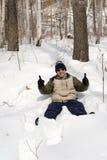 Hombre en nieve Foto de archivo libre de regalías