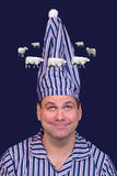 Hombre en ovejas de las cuentas de los pijamas Imagenes de archivo