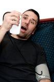 Hombre en pánico debido a su presión del rencor Foto de archivo
