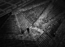 Hombre en pasos Fotografía de archivo libre de regalías